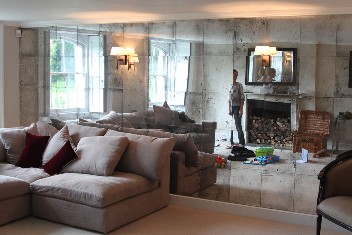 mirror-panelled-wall2