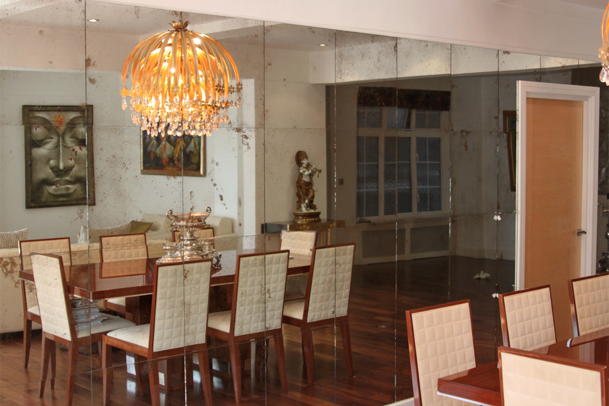 old-bronze-panelled-dining-room